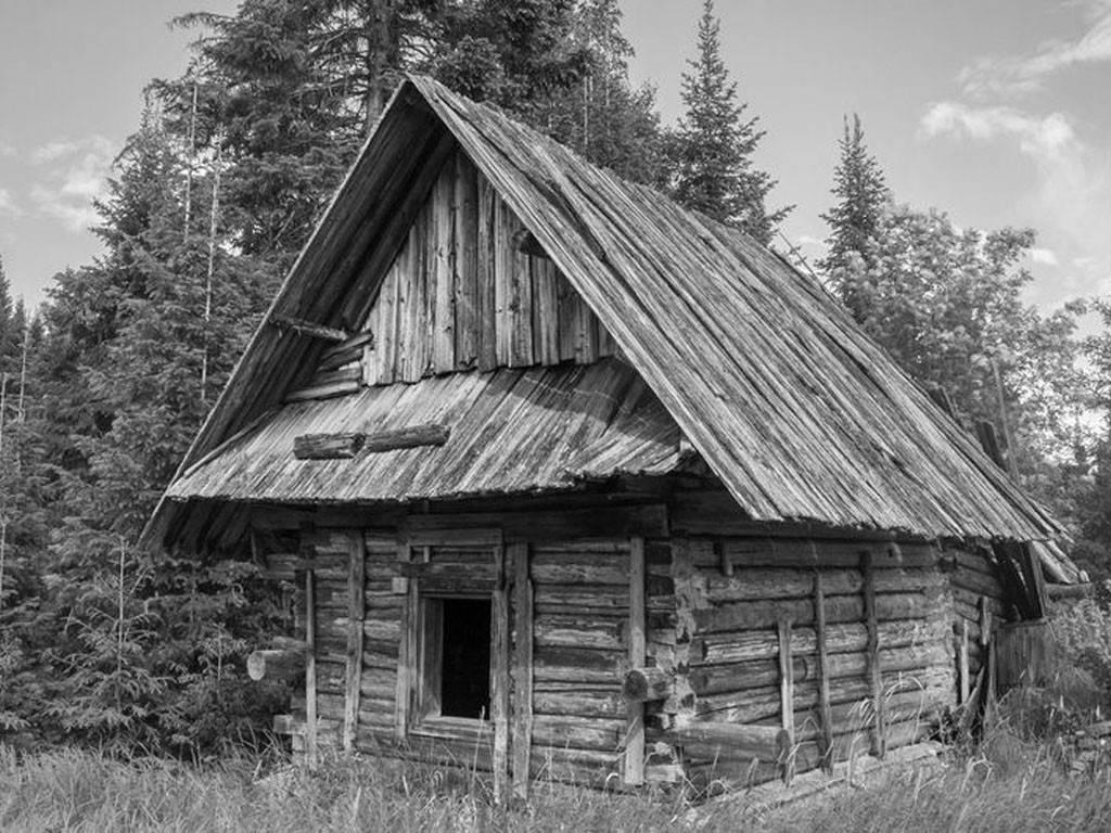 Даже самые простые строения делались по правилам - имеется ввиду козырек на фронтоне.