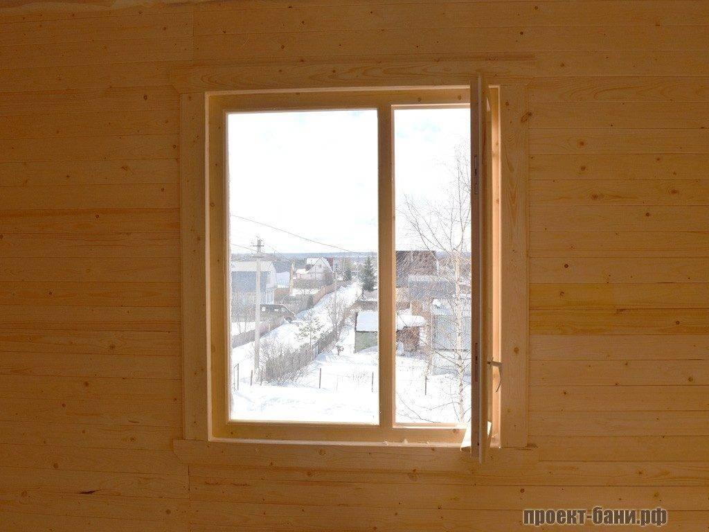 Стандартное окно в комнате отдыха.